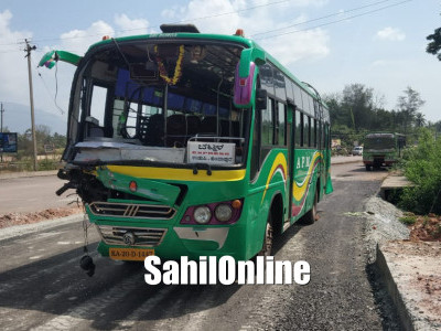 Few persons were injured after a bus rams into a lorry at Ottinani in Byndoor