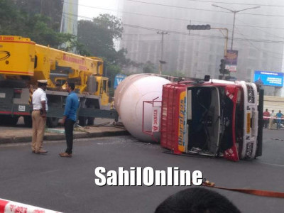 Gas tanker overturns near Mangaluru: driver injured, traffic diverted