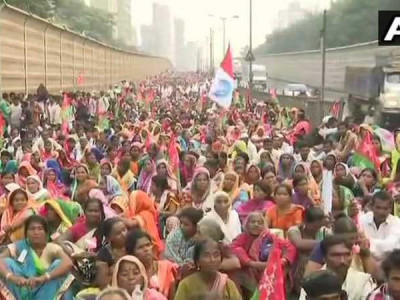 Farmers march to Azad Maidan in Mumbai demanding for loan waiver, to meet CM Fadnavis in evening