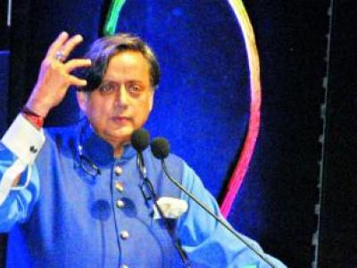 پاکستان سے کرکٹ میچ نہ کھیلنا ہتھیار ڈالنے سے زیادہ برا ہوگا: ششی تھرور