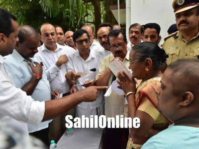 Janata Darshan: CM extends help to poor in Mangaluru