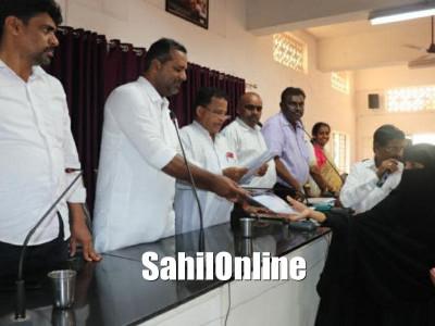 Dakshina Kannada district in-charge minister, U T Khader distribute title deeds in Bantwal