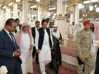Doors of Kaaba opened for Pakistan PM Imran Khan; performs Umrah