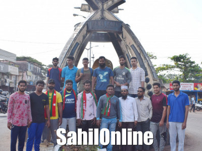SDPI workers carry out a cleanliness drive at Bhatkal's Shamsuddin Circle