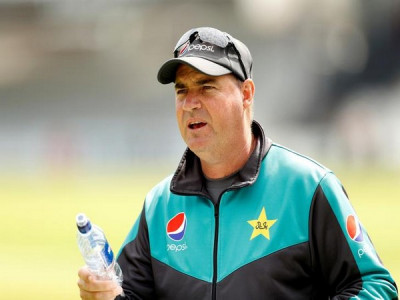 Team suffering from 'confidence crisis': Pakistan coach