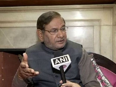 RS disqualification case: SC issues notice to Sharad Yadav