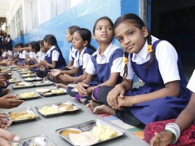 اسکولی بچوں کواب دوپہر کے کھانے کے ساتھ شہد بھی ملے گا