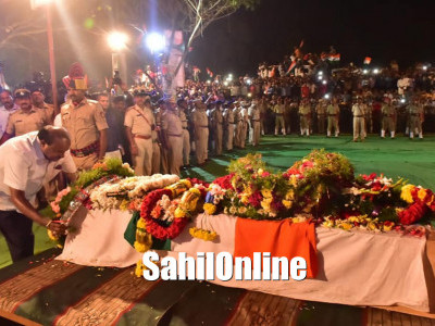 Karnataka's slain CRPF trooper H. Guru last rites with state honours: CM HD Kumaraswamy attends