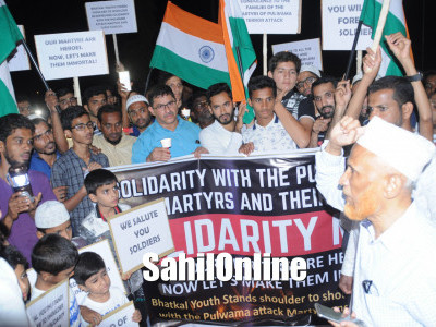 Pulwama attack : Bhatkalites protest, hold candle light march