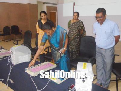 Udupi: Training cum demonstration program on EVM, VVPAT held