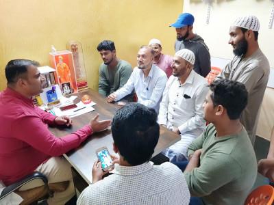 بھٹکل کارگیدے مسجد مزمل کے سامنے سڑک کی تعمیر کو لے کر علاقہ کے عوام کی رکن اسمبلی سنیل نائک سے ملاقات