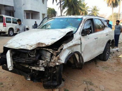 Two mowed down by BJP MLA's car in Karnataka