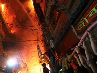 70 killed as massive fire breaks out in chemical warehouses in Dhaka