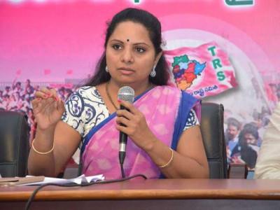 دیگر جماعتوں کی طرح ٹی آر ایس نے بھی خواتین کو مساوی مقام نہیں دیا،کابینہ میں خواتین کی نمائندگی کیلئے کے سی آر پر اثر انداز نہیں ہوسکتی۔ رکن پارلیمنٹ کے کویتا کا بیان