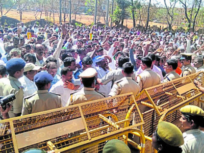 Forest encroachers stage protest in Sirsi