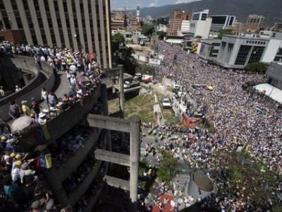 وینزویلا:حکومت کے حامی اور مخالفین سڑکوں پر