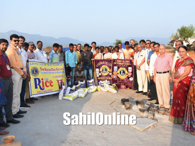 Rice bags distributed among homeless in Murdeshwar