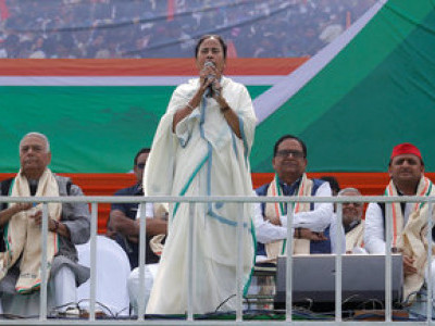 'Delhi mein sarkar badal do': Mamata's war cry at opposition rally