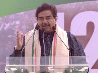 Shatrughan joins opposition leaders at Kolkata rally, says not afraid if BJP removes him