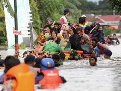 Flooding, landslide kill 8 in Indonesia