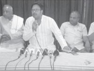 کمٹہ میں آنند اسنوٹیکر کی پریس کانفرنس :ہندونوجوانوں کو جیل بھیجنا ہی اننت کمار کی بہت بڑی ترقی ؛ نجی تجارت میں مسلمانوں کے ساتھ لین دین