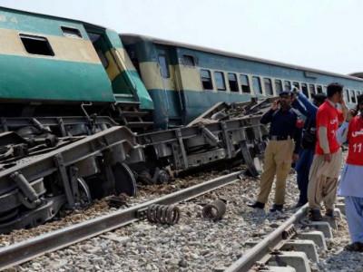 بلوچستان:مسافر ٹرین ریلوے لائن بم دھماکے کا نشانہ، چار افراد ہلاک