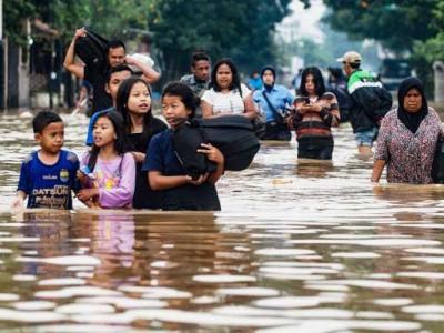 انڈونیشیا میں سیلاب سے 77 لوگوں کی موت، 4000 سے زیادہ لوگوں کو بچانے کی کوشش