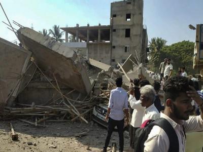 دھارواڑمیں زیر تعمیر عمارت گر گئی ، 2افراد ہلاک ، کئی زخمی