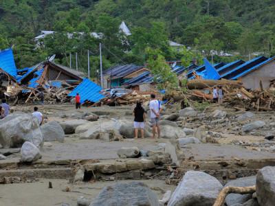 انڈونیشیا میں سیلاب اور تودے سے مرنے والوں کی تعداد 89 ہوئی