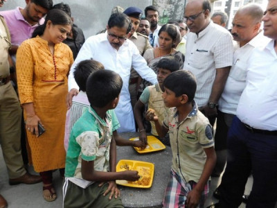 Karnataka Dy CM checks quality of food at Indira Canteens
