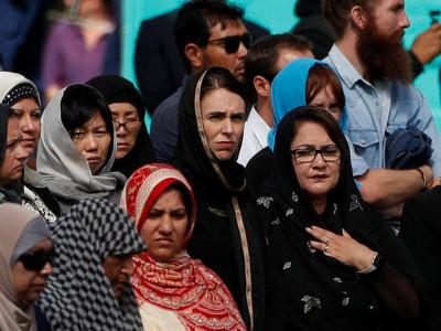 اﷲ اکبراﷲ اکبرکی صداؤں سے گونج اٹھا نیوزی لینڈ حملے کے بعد پہلی نمازجمعہ کی ادائیگی ۔اجتماع میں وزیراعظم سمیت بڑی تعداد میں غیرمسلموں کی بھی شرکت