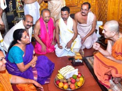Defence Minister Nirmala Sitharaman visits Udupi Sri Krishna mutt