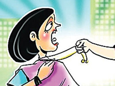 Honnavar: Miscreants attack woman, snatch gold chain