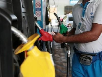 پٹرول- ڈیزل پھر مہنگا؛ پٹرول کی قیمتوں میں گیارہ پیسے اور ڈیزل میں 22 پیسے فی لیٹر اضافہ