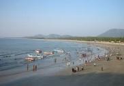 ಭಟ್ಕಳ: ಮುರುಡೇಶ್ವರ ಸಮುದ್ರದಲ್ಲಿ ನೀರುಪಾಲಾಗುವ ಯುವಕನ ರಕ್ಷಣೆ