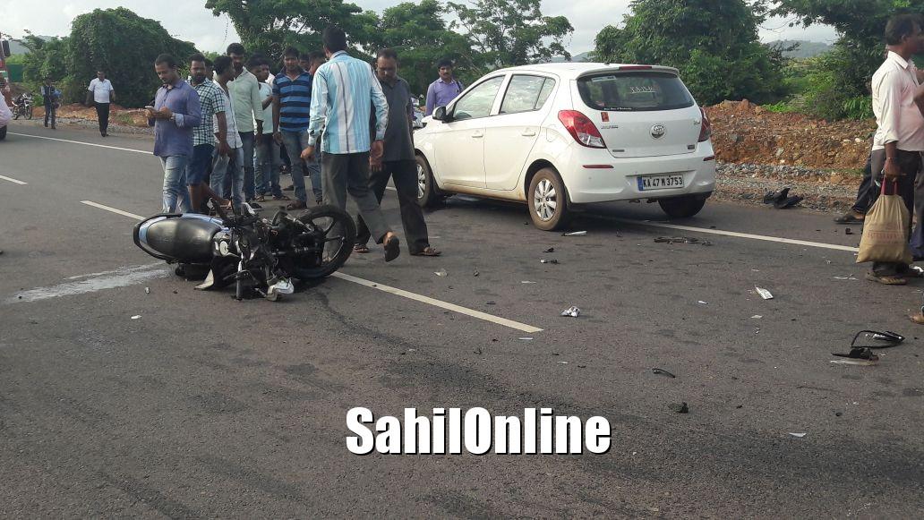 Rider seriously hurt in car-bike accident on Kumta NH-66 | SahilOnline