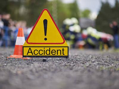 یلاپورمیں بے قابو ویان الٹ گئی ۔ 3افراد ہوئے زخمی