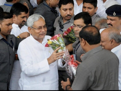 Protests greet Nitish during Muzaffarpur hospital visit