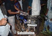 بھٹکل میں بائک اور لاری کی ٹکر؛ بائک سوار شدید زخمی