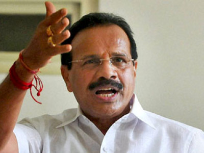 Union Minister Sadananda Gowda courts quarantine controversy