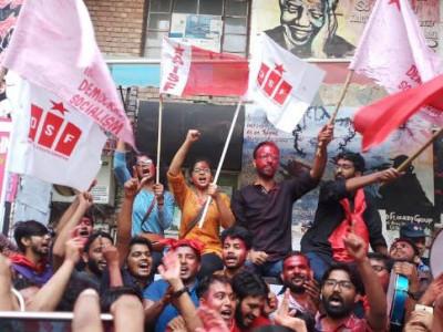 احتجاج کے درمیان جے این یو میں توڑی گئی سوامی وویکانند کی مورتی