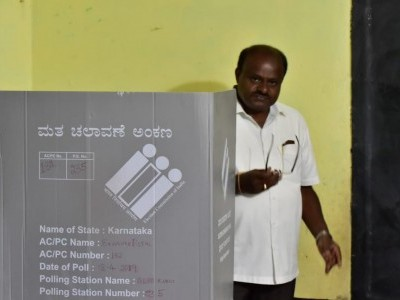 Cong-JD(S) expected to win 10-12 out of 14 LS seats in K'taka: Kumaraswamy
