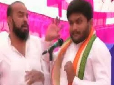 Hardik Patel slapped at poll rally in Gujarat