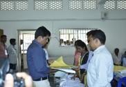 بھٹکل :  کل منگل کو ہونے والے انتخابات کے لئے اُترکنڑا میں تیاریاں مکمل؛ سبھی پولنگ بوتھوں پر ووٹنگ مشین روانہ؛ صبح سات بجے سے شروع ہوگی ووٹنگ