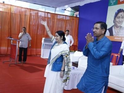 Sushma Swaraj takes jibe at Cong-JDS govt in Karnataka