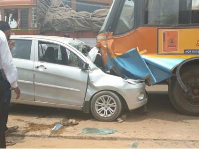 منگلورو:بس اور کار کے درمیان تصادم۔ 2خواتین موقع پر ہی ہلاک۔ 2افراد شدید زخمی