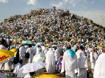 Worshippers gather on Mount Arafat on the second day of Hajj