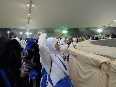 Hajj: Stoning at Jamarat Al-Aqaba marks first day of Eid