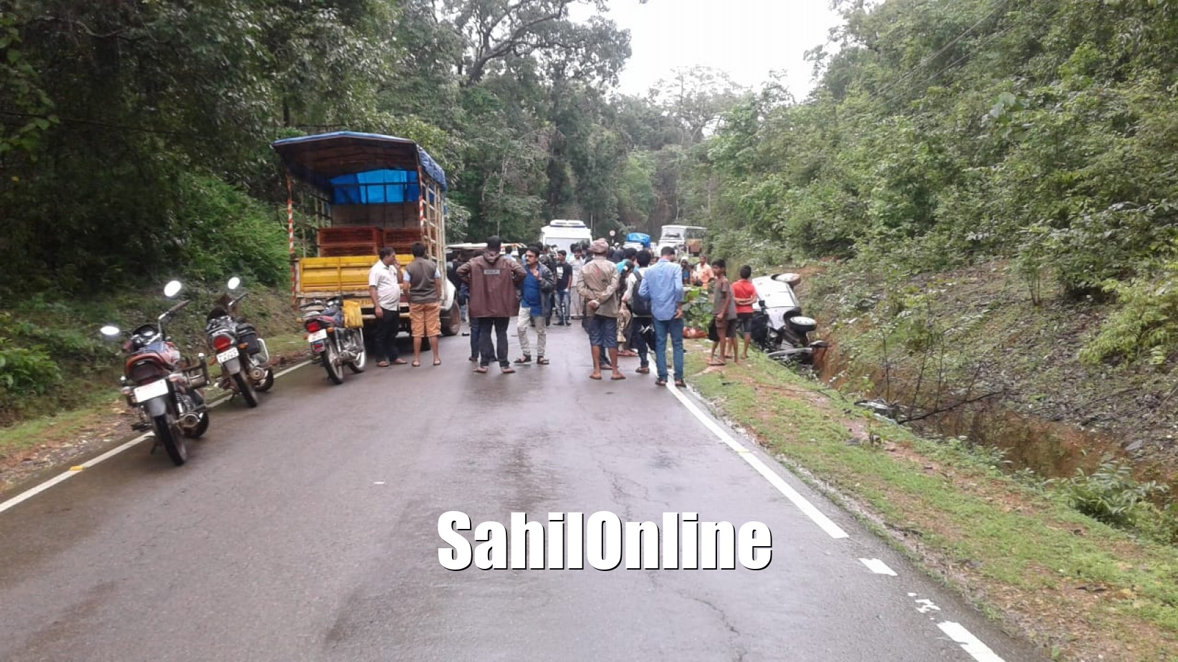 Accident between car and pickup van occured on sirsi