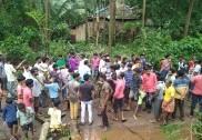بھٹکل: شیرالی میں بجلی کے کھمبے پر درخت گرنے سے 3دنوں تک بجلی منقطع۔ ہیسکام کی لاپروائی کے خلاف عوام کا احتجاج